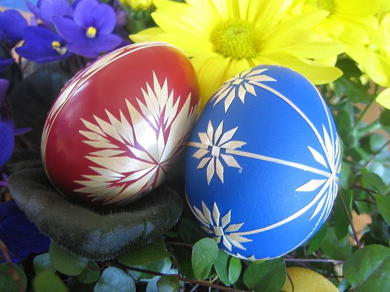 ΕΡΧΕΤΑΙ ΤΟ ΠΑΣΧΑ!!!! 800px-Red_and_blue_Easter_eggs