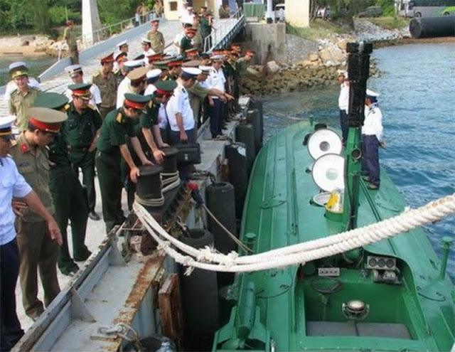 Hình ảnh chiếc tàu ngầm đăng tải trên báo Tuổi Trẻ tháng 1/2010
