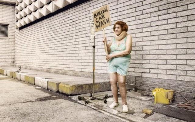 smešne slike: bikini autopraonica