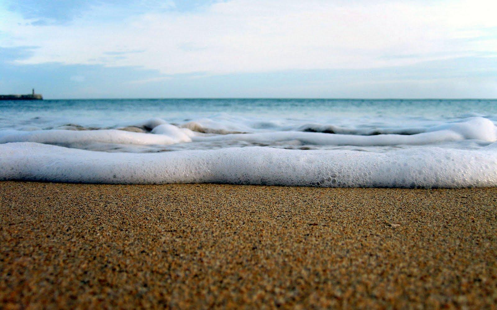 http://3.bp.blogspot.com/-EIBSuoElaeU/TssBfpnPxHI/AAAAAAAACi4/zUueAzDhfog/s1600/Beach%2BWallpaper.jpg