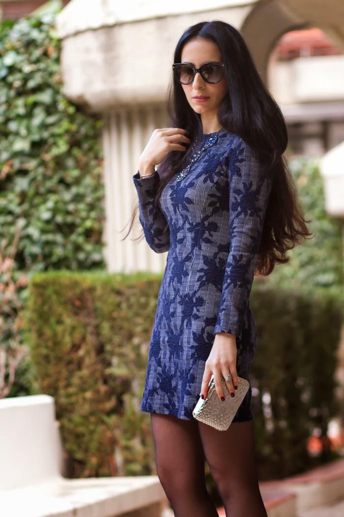Mini Vestido azul combinación de estampados de cuadros y flores