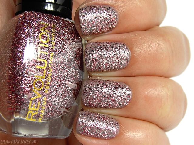 Makeup Revolution Glitter Nail Polish - Sensitive Heart