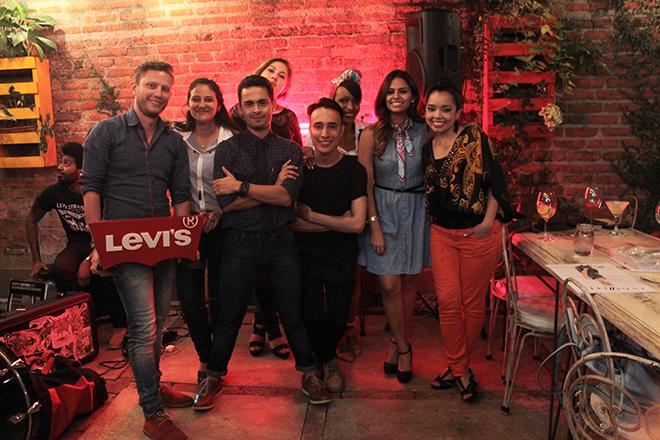 levis colombia, live in levis, ladies in levis, levis 700, levis 710, levis 712, levis 714, levis 715, levis 721, cali, poteo gastrobar, el peñon cali, alina mode blog, fashionblogger colombia