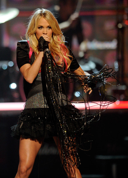 Carrie Underwood New Haircut 2012 & pin-up hairstyle