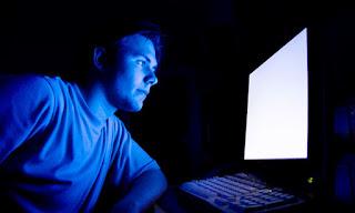 دراسة : الجلوس أمام التليفزيون والكمبيوتر ليلًا يزيد فرص الإصابة بالاكتئاب large.jpg