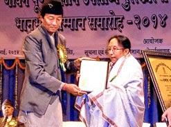 Binay Tamang felicitates Nepali dancer Usha Gomden in Darjeeling on Sunday