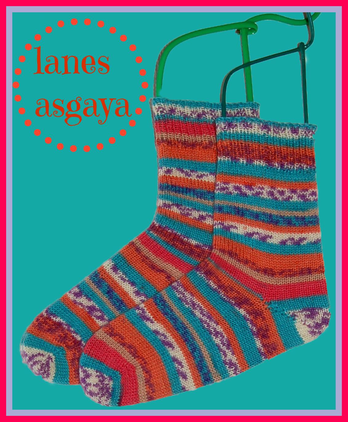lanes asgaya: CALCETINES TEJIDOS LOS 2 A LA VEZ