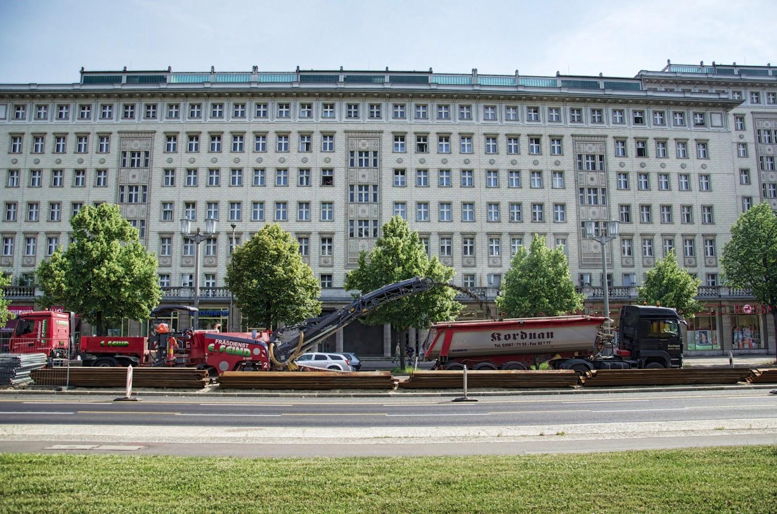 berliner baustellen 0045 baustelle karl marx allee 68 asphaltfr se arbeiten 10243 berlin. Black Bedroom Furniture Sets. Home Design Ideas