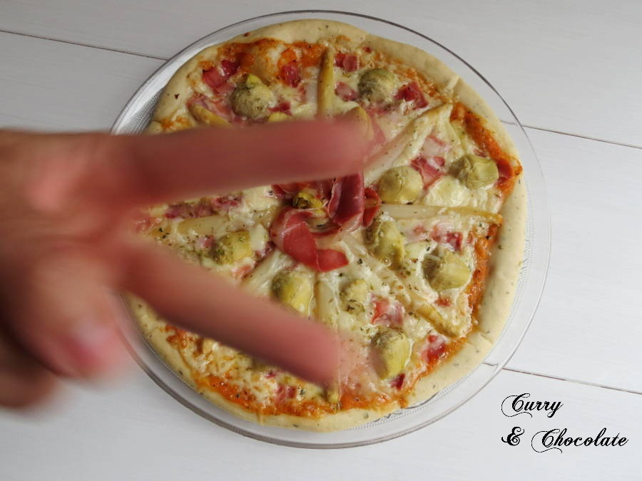 Pizza de alcachofas y espárragos blancos – Pizza with artichokes and white asparagus
