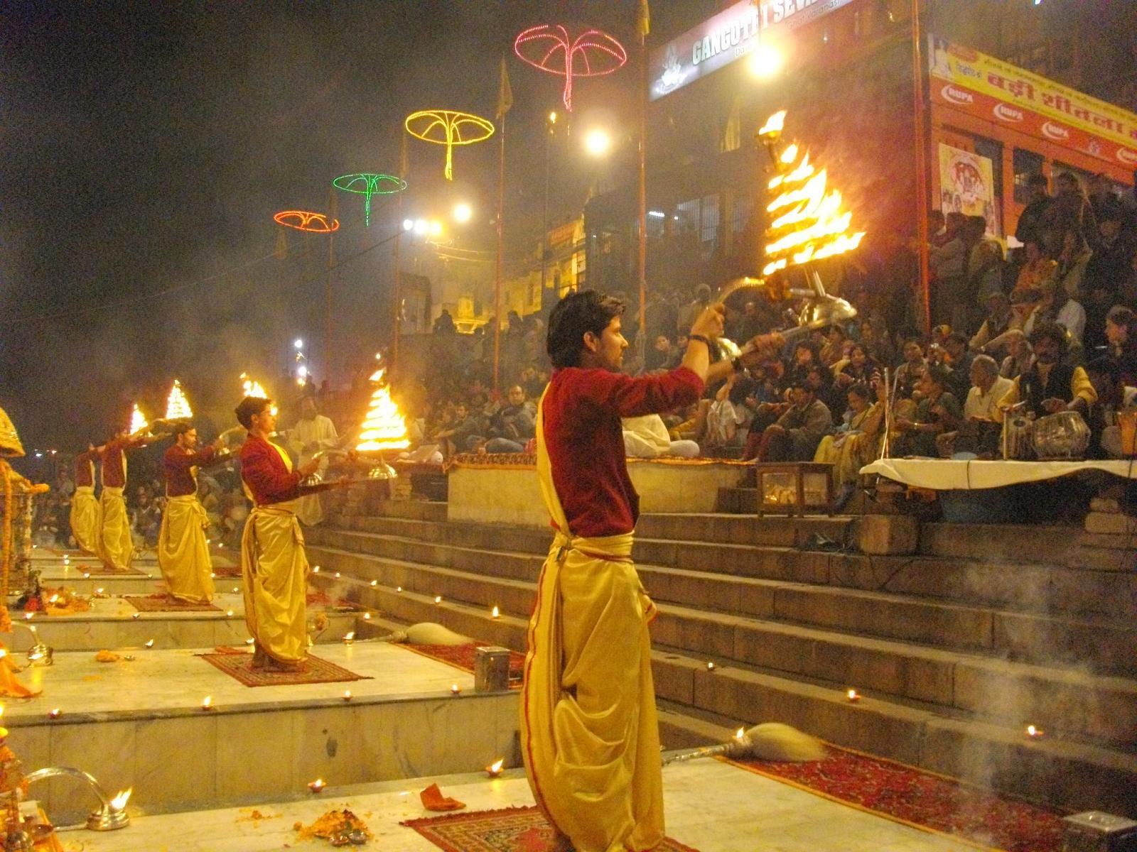 http://3.bp.blogspot.com/-EIzVtpjcgO0/UJuiQAVDRsI/AAAAAAAAB9U/vFomrxh02Rc/s1600/Varanasi+Ganga+Ghat+Aarti.jpg