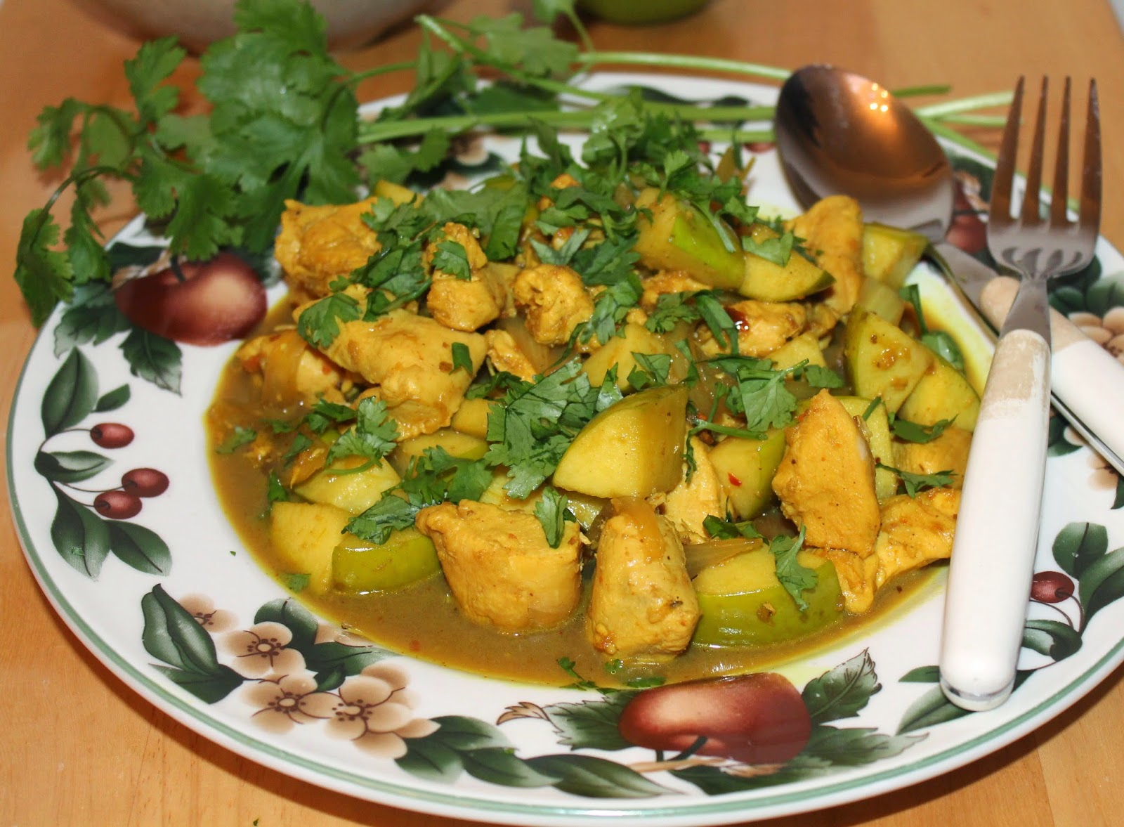 Savory Moments: Chicken and apple Indian curry