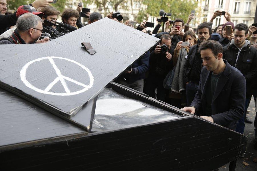 پاریس و مقطعی تاریخی در مبارزه با مبانی مخرب اسلام  مهین میلانی