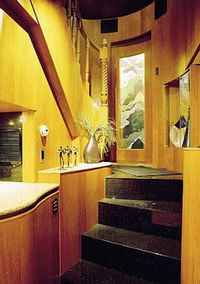 Ashton Kutcher's Villa on Wheels Seen On www.coolpicturegallery.us