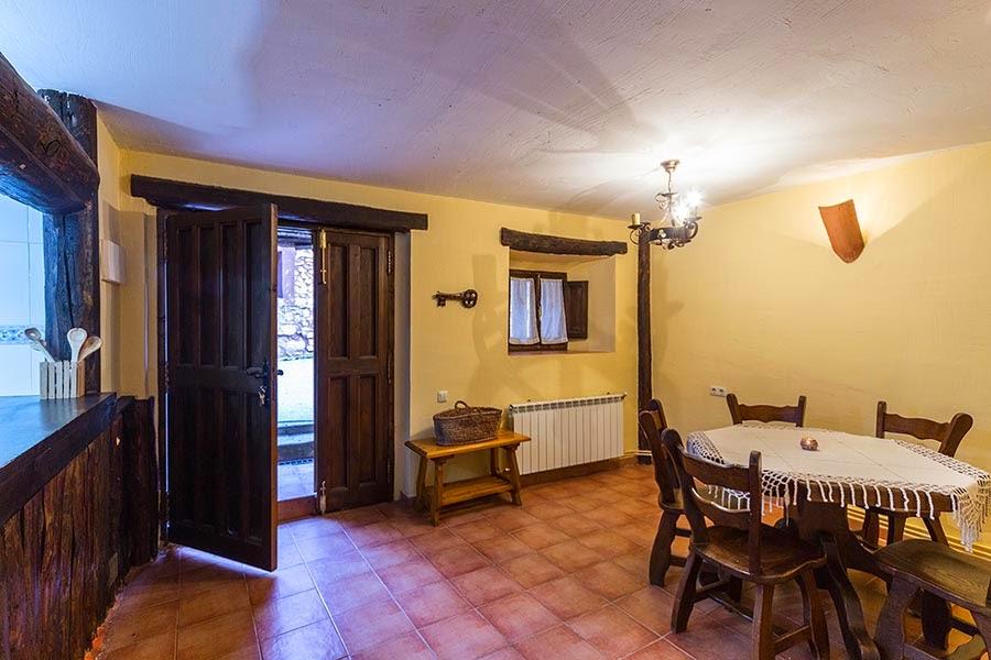 Comedor-Casa Rural Santa Coloma en Albendiego, Guadalajara.