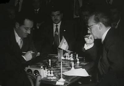 Partida de ajedrez Araújo-Trias del Torneo Triangular Internacional Madrid - Lisboa - Barcelona