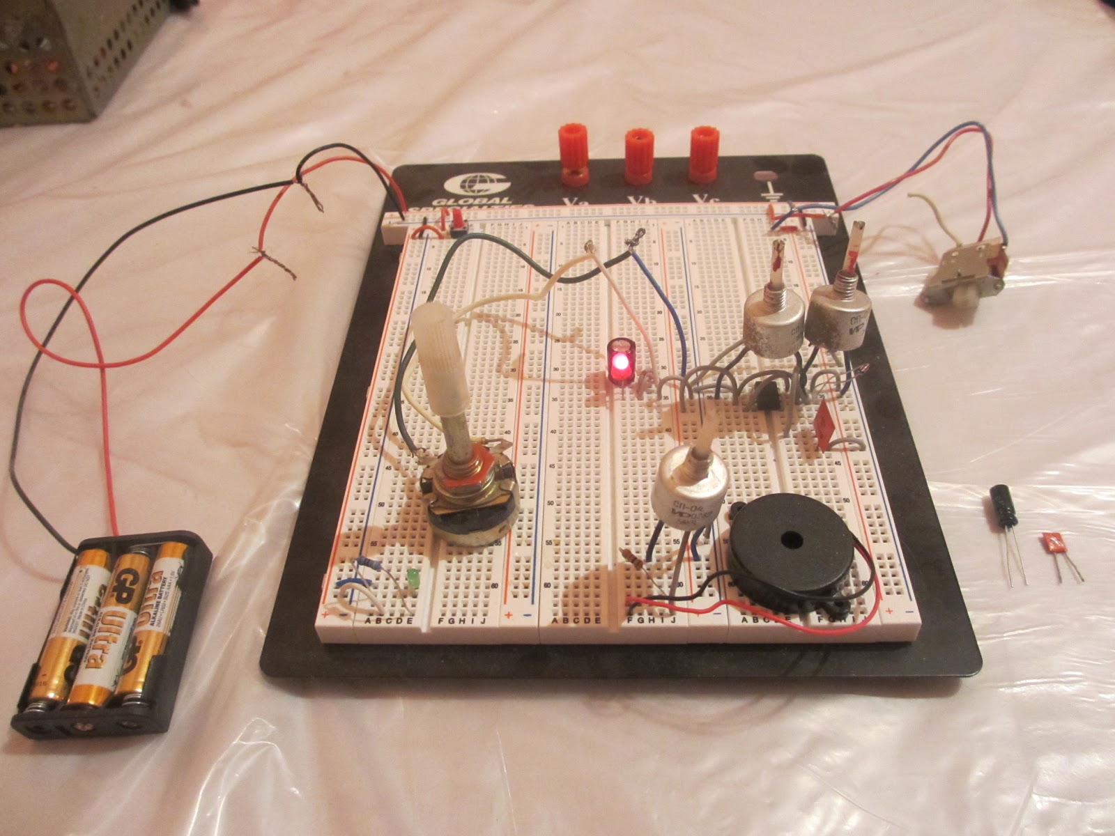 Joldoshs Electronic Projects 555 Timer Setup Potentiometer To Remedy This I Put A Resistor In Series With The Volume Is Also Good Idea For Other Potentiometers So That And Led