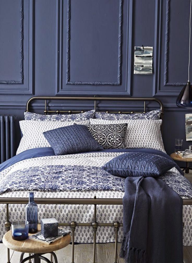 ici on a choisit un gris bleu pour les murs ainsi que pour les accessoires de la chambre lensemble est harmonieux mais ne semble pas terne ou triste - Peinture Gris Bleu Pour Chambre