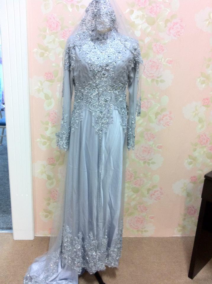 Ok. nie lah busana pengantin yang aku pakai tue. simple but nice kan