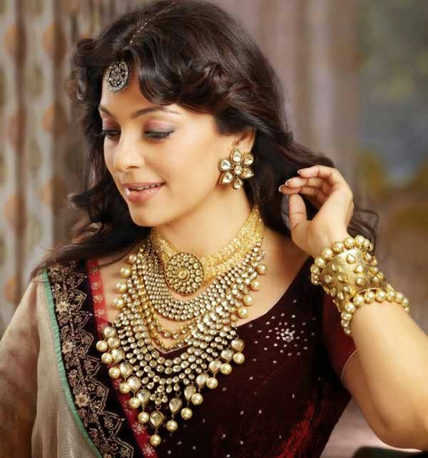 Juhi Chawla HD Wallpapers Free Download