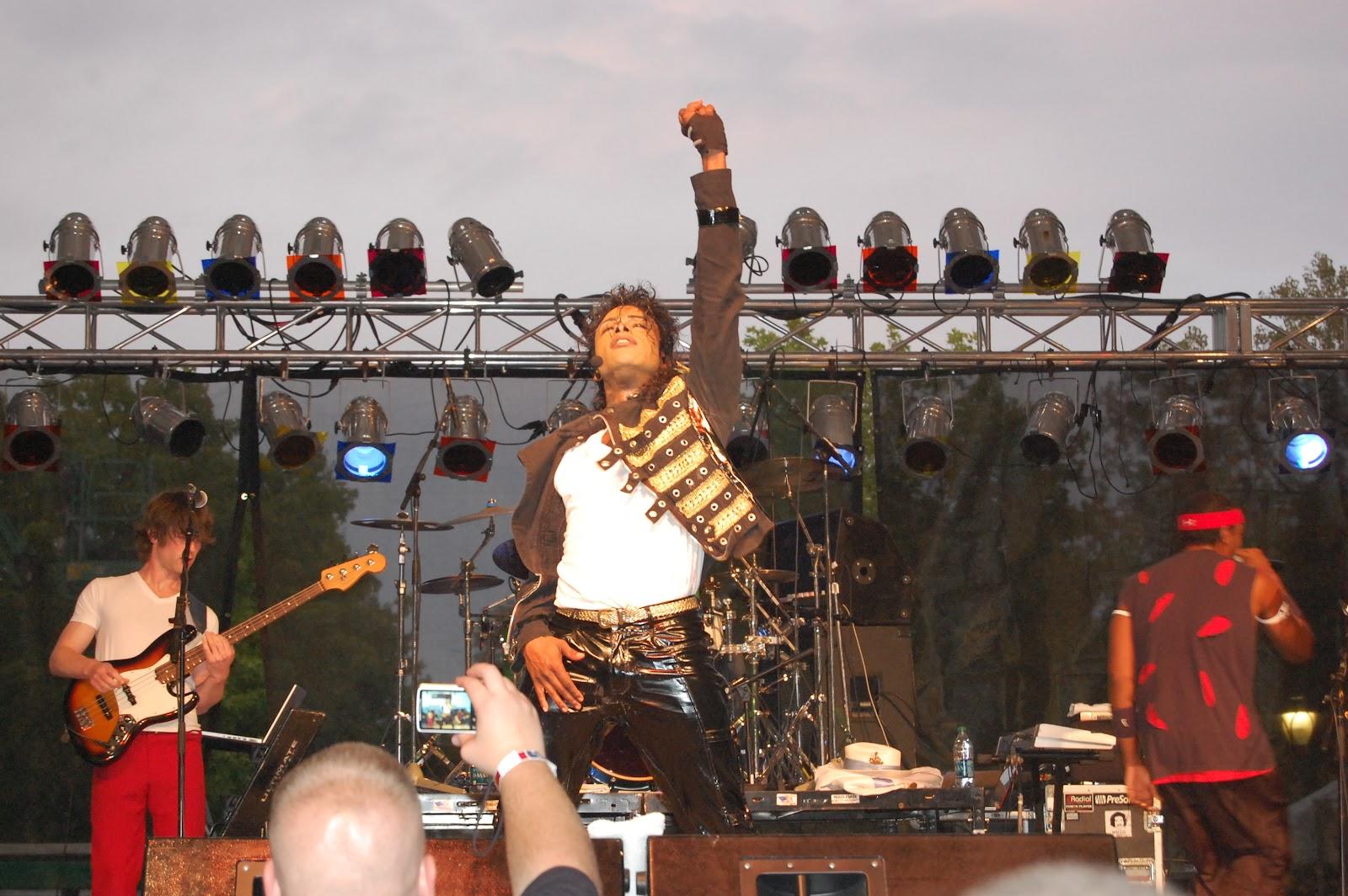 http://3.bp.blogspot.com/-EKVmO6P9xSc/UDthsRU3n1I/AAAAAAAAAv4/u1hGlnHXhW0/s1600/2012-07-18+Who%27s+Bad+Michael+Jackson+Tribute-Fort+Wayne,+IN.JPG