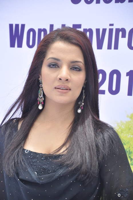 celina jaitley diya diamonds world environment day hot images