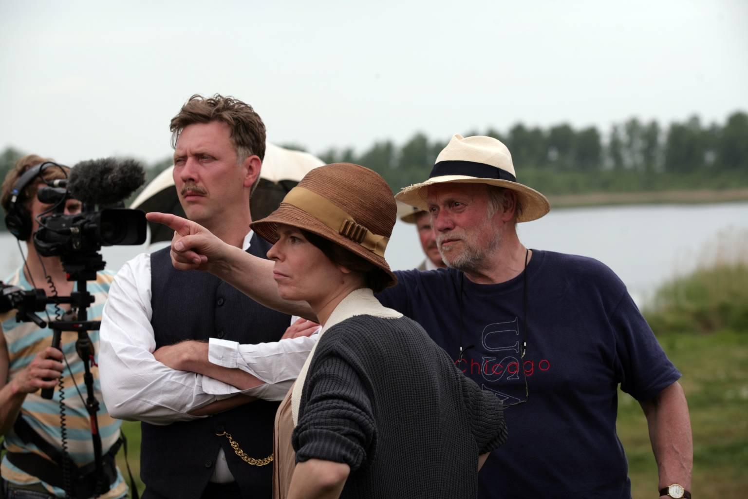 Protagonistas de la película junto al director Jan Troell