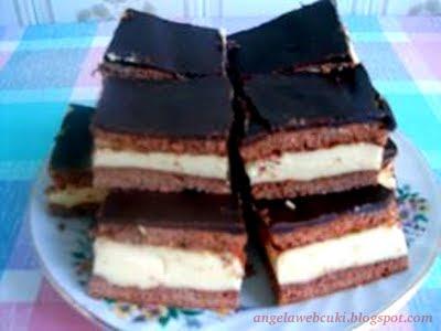 Kinder szelet, kakaó tésztás, tejszínes krémmel töltött, torta csokoládéval a tetején.