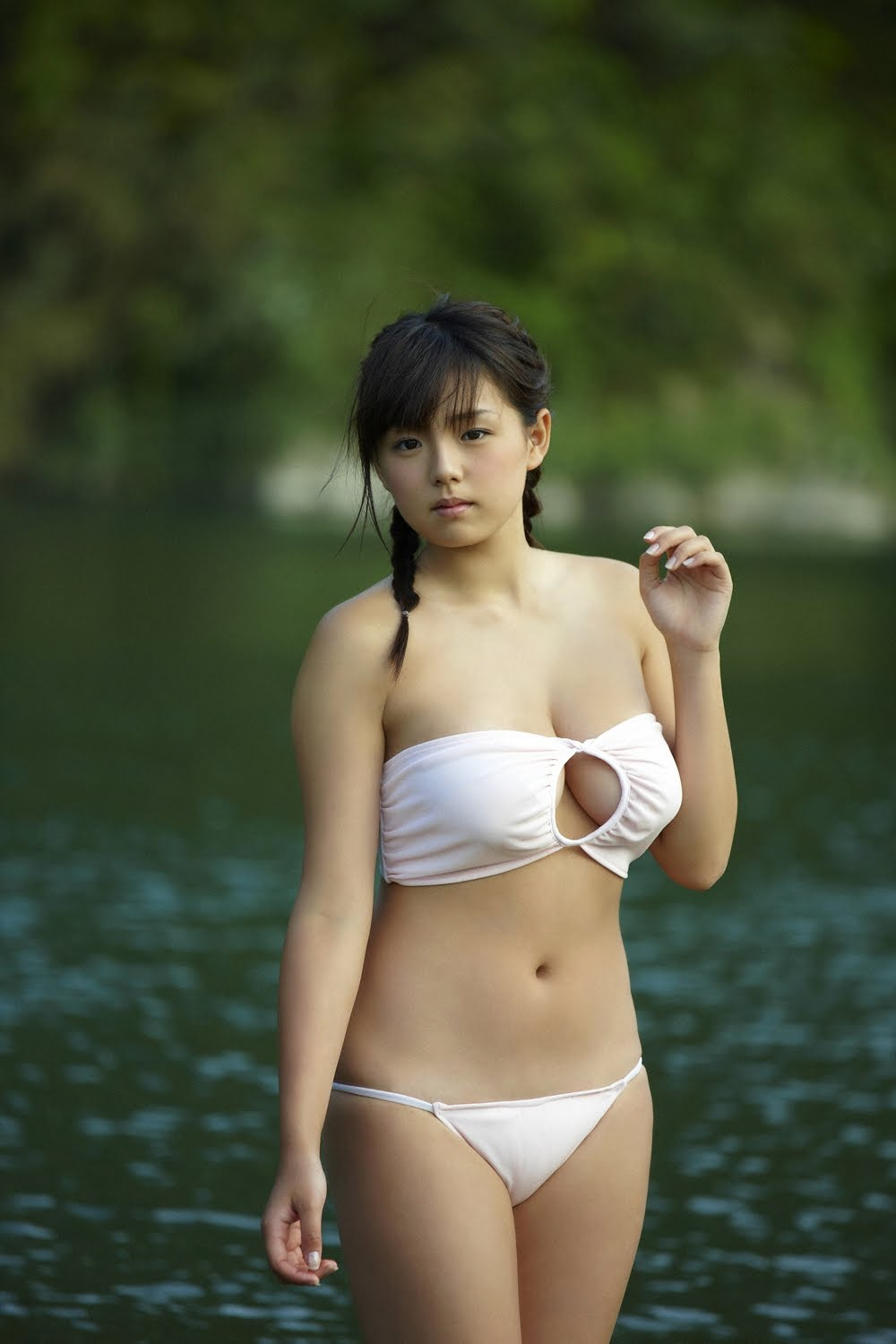 ai shinozaki busty japanese idol 01