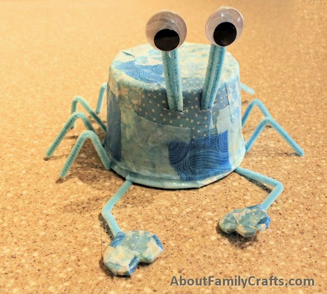 http://aboutfamilycrafts.com/plastic-tub-blue-crab-craft/