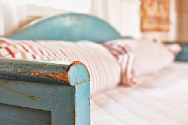 Muonamiehen mökki - Vanha puinen sivustavedettävä sohva