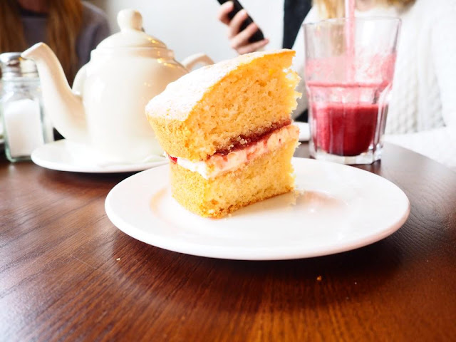 A little personal lifestyle chat tea and cake Victoria Sponge