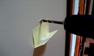post-it dobrado para pegar a fuligem de perfurações com máquina
