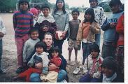 Héctor Castro con sus amigos nivaclés