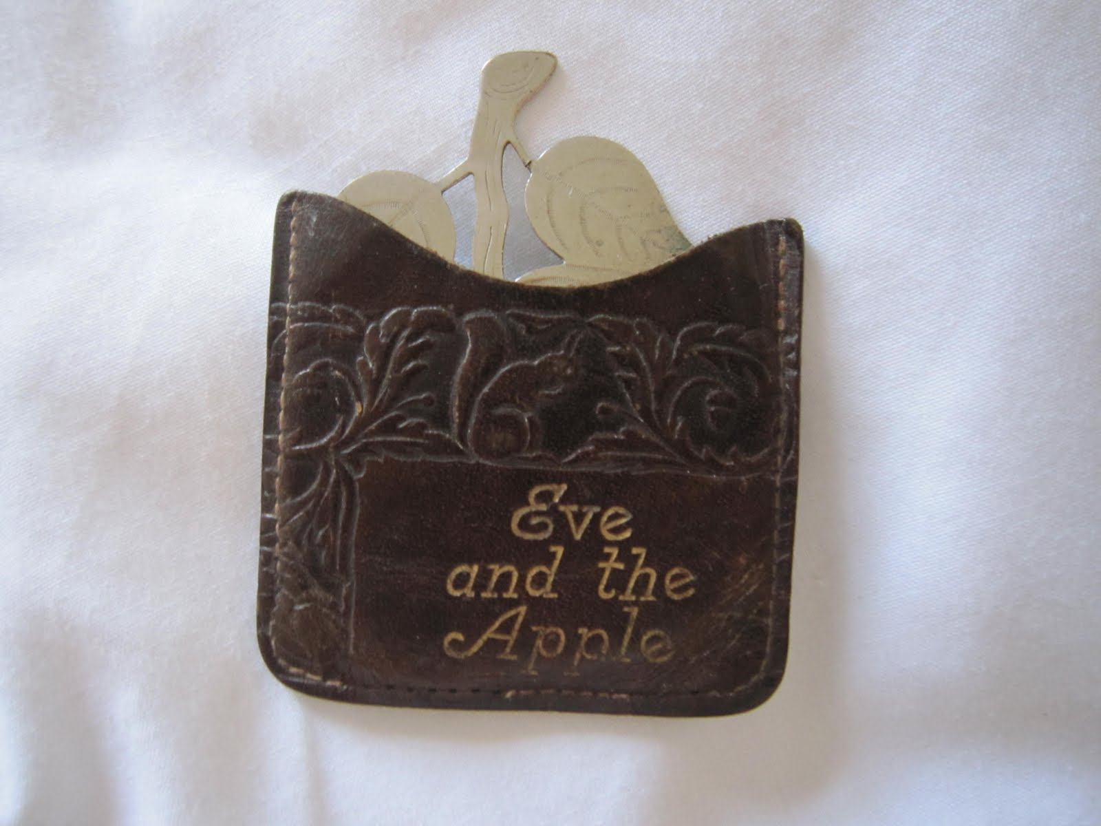 Vintage Tea Time: Eve and the apple................?
