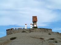 El Pedronet està situat a dalt d'un petit turó del Serrat de la Miraculosa
