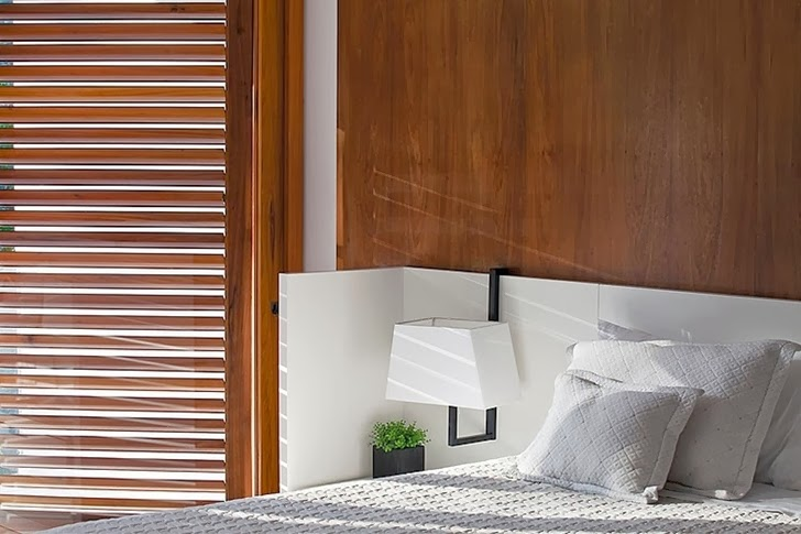 Bedroom in Contemporary Iporanga House by Patricia Bergantin Arquitetura
