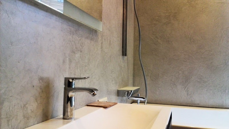 Tarima flotante madrid microcemento alisado en ba os y for Panel de revestimiento para banos y cocinas