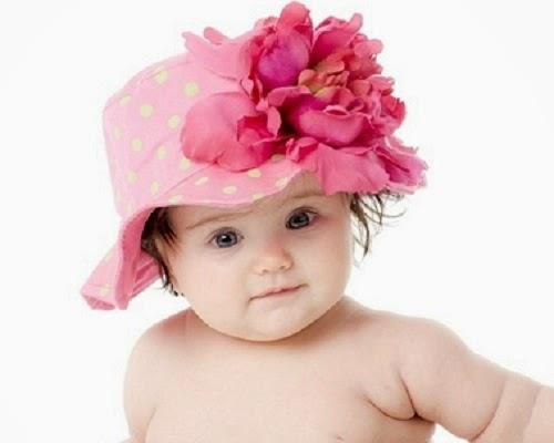 Une Jolie photo de bébé fille très mignonne