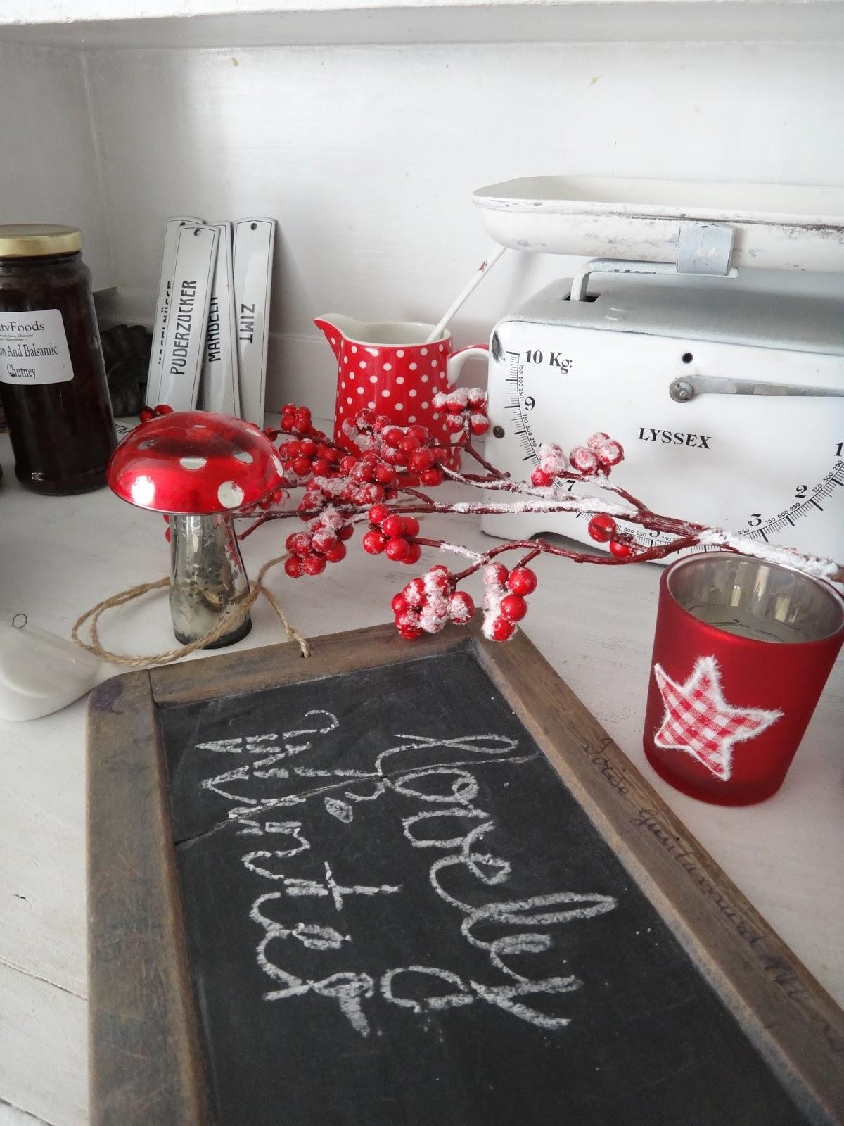 shabby, white and more...: Weihnachtsdeko rot weiss in der Küche...