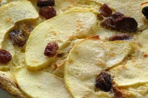 torta di pane, mele ed uvetta