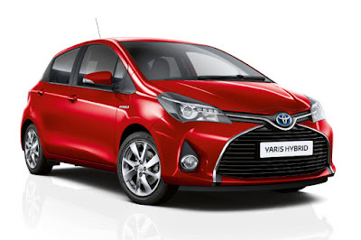 Toyota Yaris Hybrid Sport (2015) Front Side
