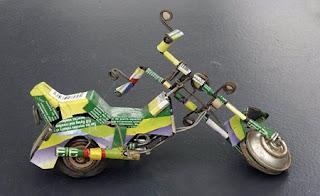 Juguetes con Latas Recicladas