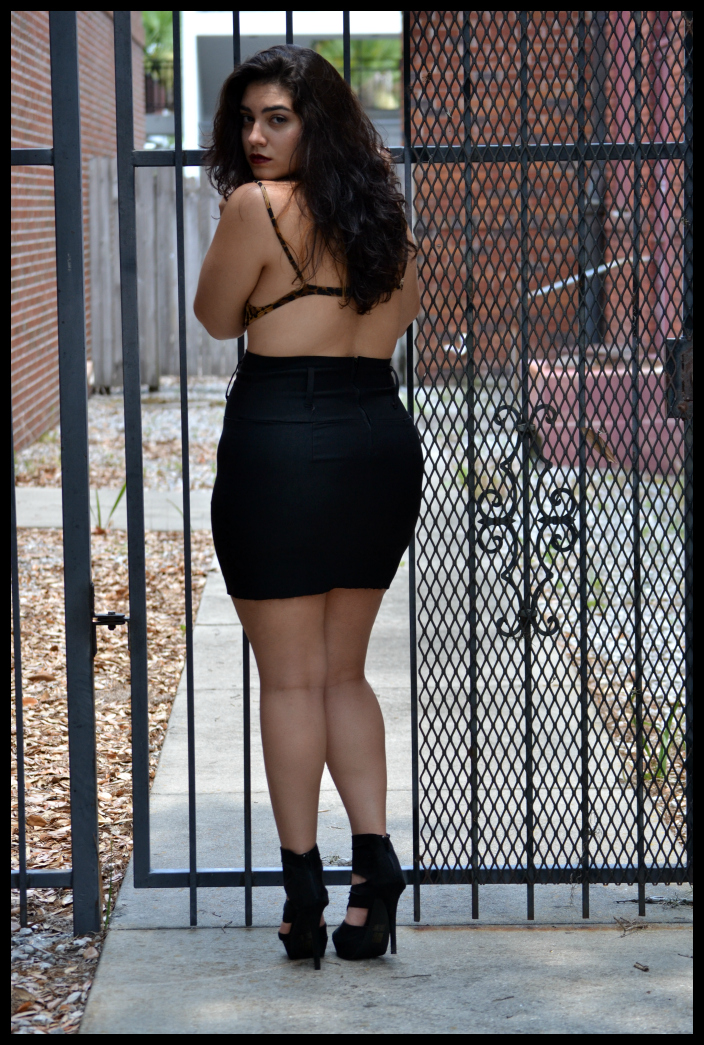 Gorgeous thick lady in all black mini skirt showing her thick and voluptuous curves in her legs and thin waist with gorgeous face and kissable lips stilettos look amazing on her thick body for show.