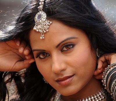 Glorious Rachana maurya looking awesome in ethnic