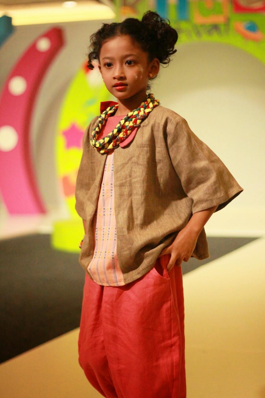 Contoh Model Baju Fashion Show Anak Modis