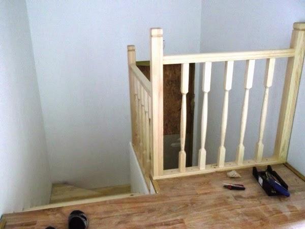 Balustrada schodowa w domu drewnianym