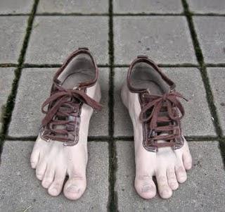 Shoes (NLD) bandnaam uitleg - rare schoenen voeten