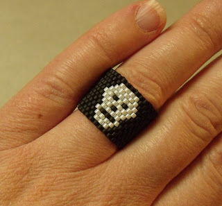 Skull ring made from seed beads
