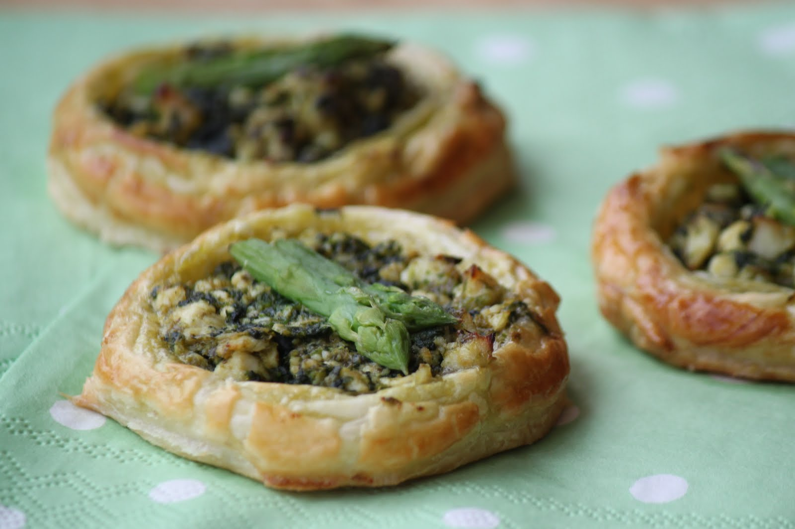 Oscar's Lunch: Chicken & Pesto Tarts (Rainbow Recipes, Green)