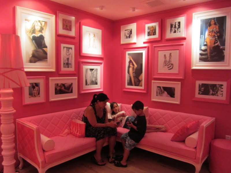 The Waiting Area With Pictures Of Victoriau0027s Secret Model